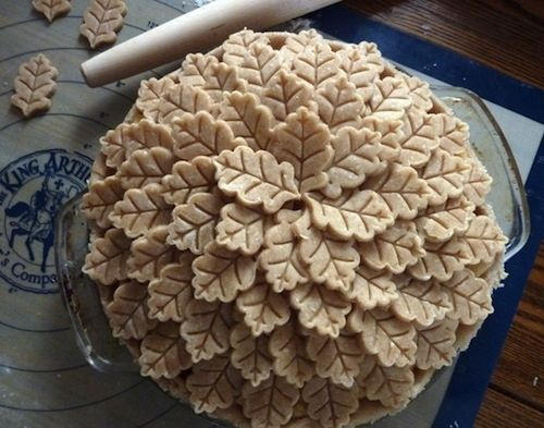 """23 Ways To Make Your Pies More Beautiful -- How about putting """"A Pile of Leaves"""" on top of your Thanksgiving pie?? (These ideas are awesome! I also Pinned another one, called """"Leaves & Vines"""", onto my Food & Drink board.) <3<3<3"""