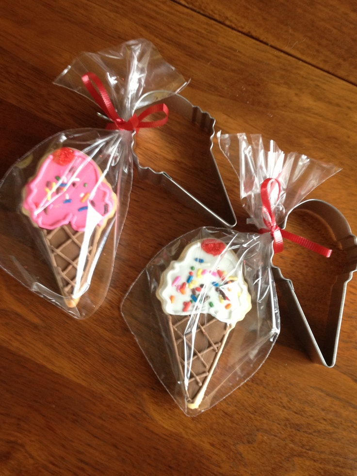 Ice cream cone cookies with matching cookie cutter favors