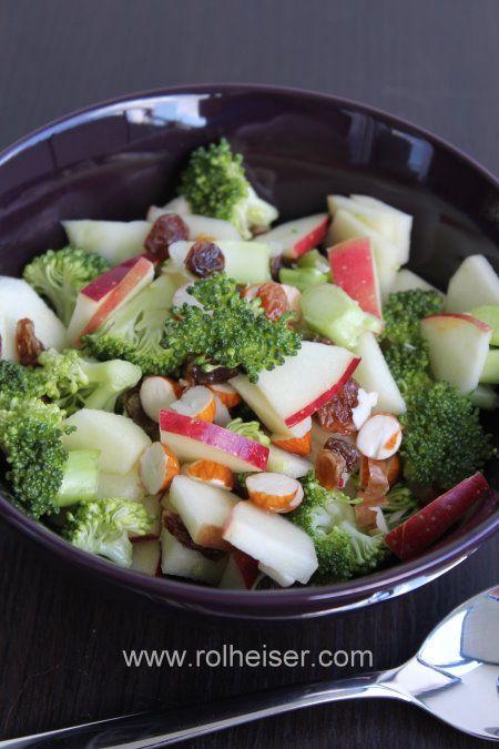 Сыроедческий салат из брокколи и яблок фото