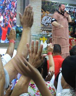 Apóstolo emergente das igrejas neo pentecostais promete apagar a memória dos fiéis