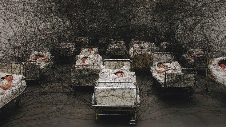 """""""During Sleep"""", 2002, Kunstmuseum Luzern/Switzerland, photo: Sunhi Mang.  Installation by Chiharu Shiota"""