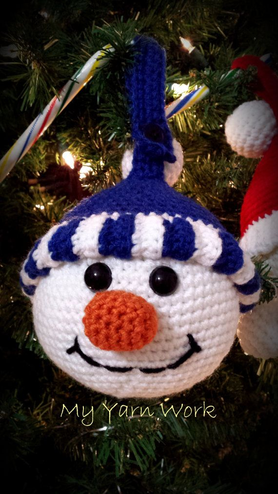 Ceci est une liste pour le modèle seulement - pas l'article fini ***  Il s'agit d'un modèle pour 3 différents cintres fantaisistes de Noël, il inclut des instructions pour les trois: père Noël, lutin et bonhomme de neige. Ils mesurent de la pointe du chapeau vers le bas de la barbe 7 & 1/2 de haut et sont de 15 autour.  Ce serait vraiment douces suspendu à la porte de votre four ou le frigo ou le dos d'une chaise, ou suspendu à une poignée de porte, ils vont regarder super mignons, peu…