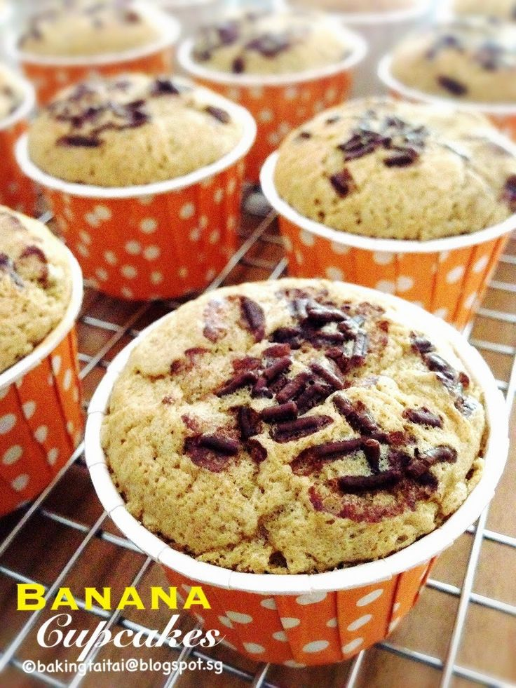 Baking Taitai: Highly recommended Super Soft Fluffy Banana Cupcakes 强力推荐超柔软蓬松香蕉小蛋糕 (中英食谱)