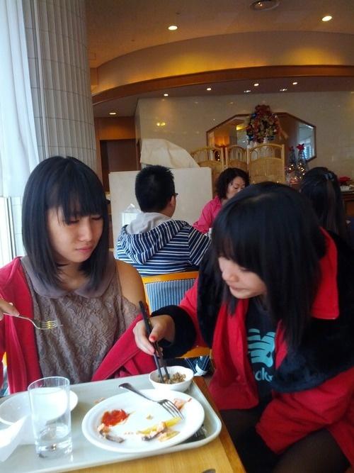 JKT48 Rezky Wiranti Dhike (Ikey) (レズキー・ウィランティ・ディケ) (イキー) Devi Kinal Putri (Kinaru)