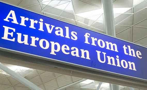 UN SFERT DIN NUMĂRUL EUROPENILOR CARE CER REZIDENȚĂ PERMANENTĂ ÎN REGATUL UNIT SUNT REFUZAȚI
