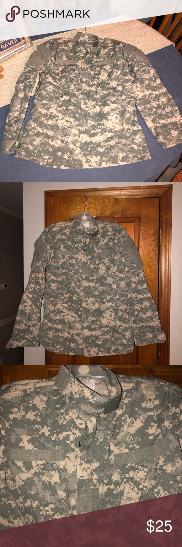 "Size Small US Army Digital Camo BDU Top Size Small US Army Digital Camo BDU Shirt. Army Combat Uniform. Jacket Coat. 50% cotton 50% nylon. Team soldier certified. Size Small/Long. Height 71""-75"". Chest 33""-37"".   Bin 23 Jackets & Coats Military & Field"