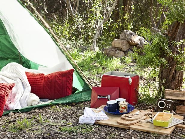 How to Plan a Romantic Camping Trip for Two