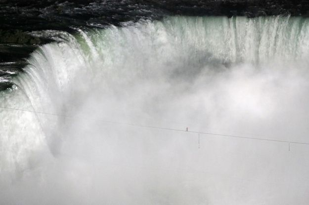 Nik Wallenda's Tightrope Walk Over Niagara Falls. | 30 Incredible Once In A Lifetime Shots