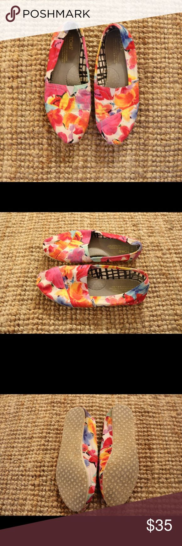 Corner Floral TOMs Like NEW!!! Cornet floral TOMs! Size W7.5 Toms Shoes Flats & Loafers