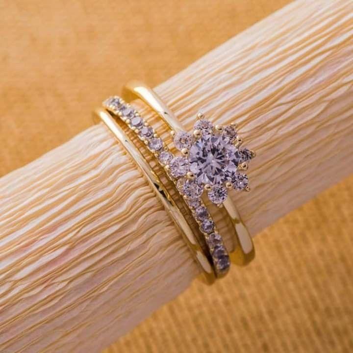 Pin By Modhila On طرق تقديم خاتم الخطوبة Diamond Bracelet Wedding Rings Diamond