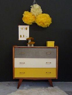 commode-vintage-pieds-compas-jaune-noir-blanc-1                                                                                                                                                                                 Plus
