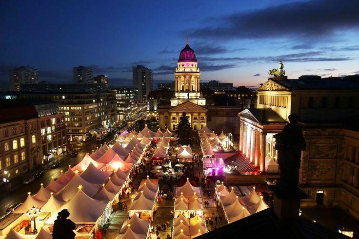 Am Montag wurden in der Hauptstadt die ersten Weihnachtsmärkte eröffnet. Die Fotografen der Berliner Morgenpost zeigen ihre Eindrücke.