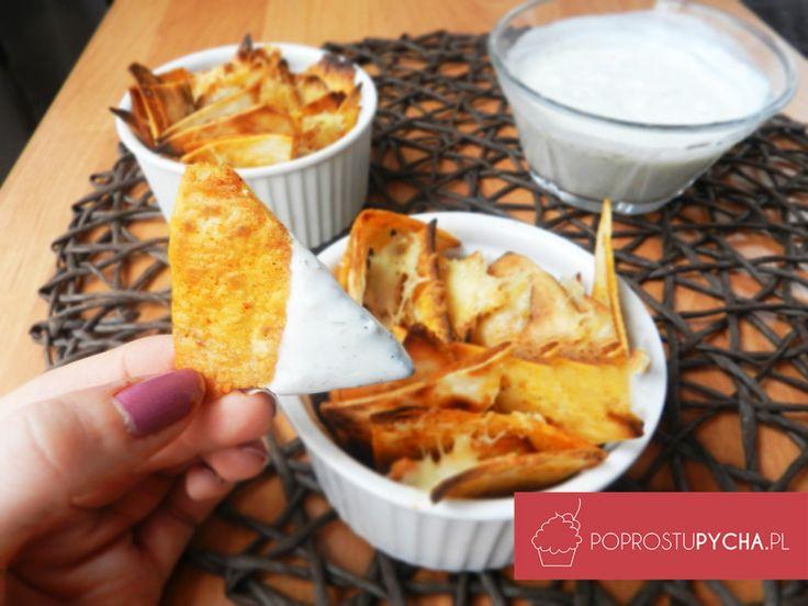 Paprykowe nachosy z sosem czosnkowym! ;) Świetny pomysł na wieczór. Pychaaaaa :]
