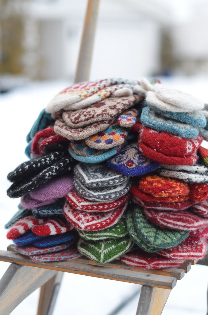 Not enough mittens in the world! Evenetyrvotter by Vottelauget