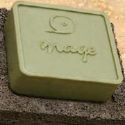 Savon dAlep bloc traditionnel et porte savon pierre volcanique