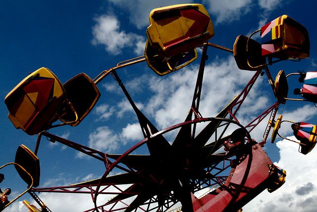 18 de Septiembre de 2012/SANTIAGO  En el Parque Padre Hurtado de la comuna de La Reina, continúan los festejos de fiesta patrias, con un gran afluente de publico, celebrando con comidas y juegos típicos.  Foto: JONAZ GOMEZ/AGENCIAUNO