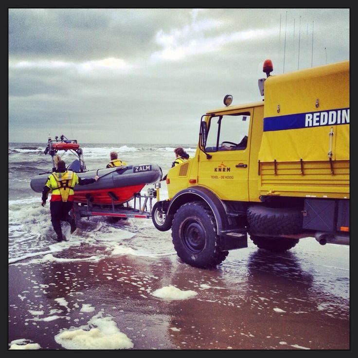 KNRM Texel @KNRMtexel RT @TXRicardo: Lancering reddingboot Zalm, @knrm station De Koog #Texel tijdens oefening branding varen @KNRMtexel