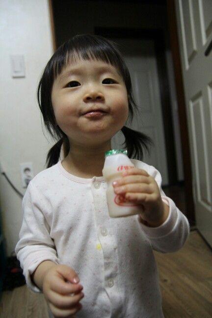Raina likes korean yogurt♥