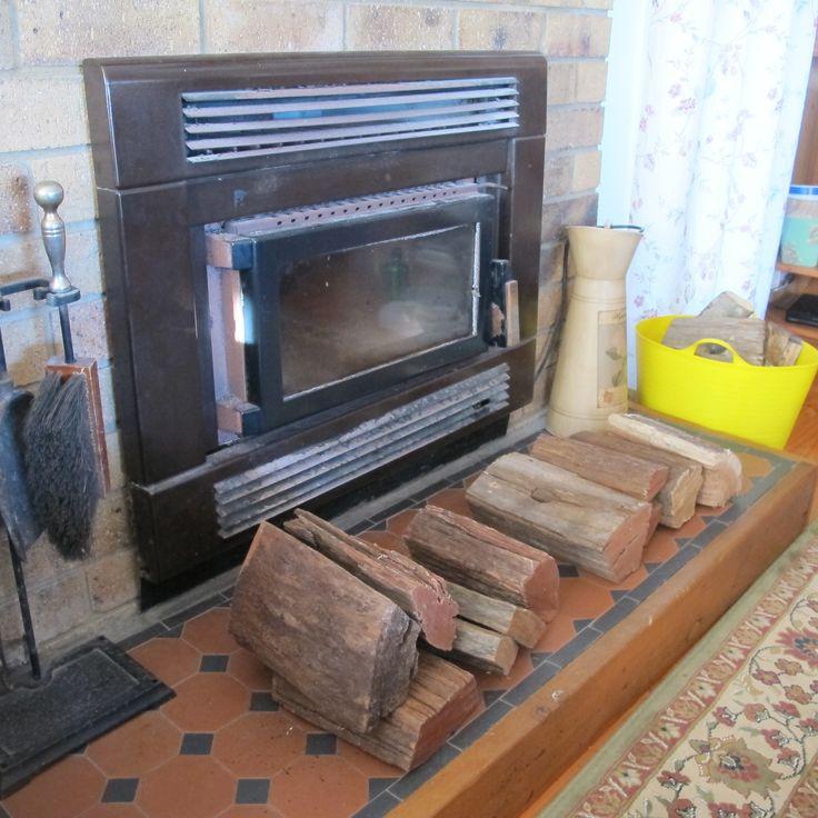 2016 Belles writers' retreat Tamborine Mountain Unfortunately the fireplace wasn't working.