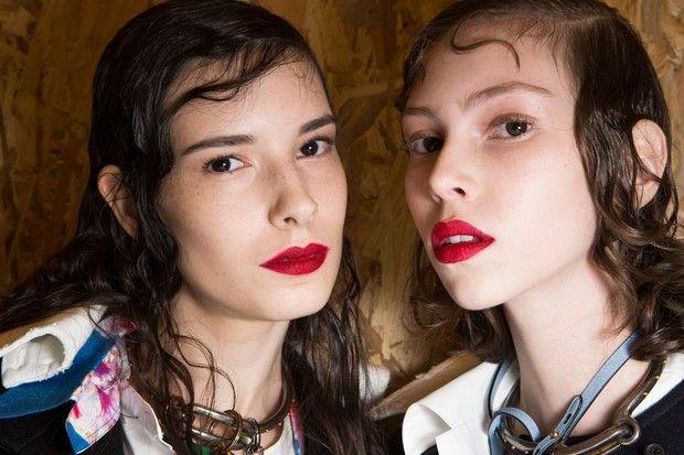 (L)Isabella Ridolfi (R)Lorena Maraschi - Fabi Gomes, maquiadora-sênior da MAC, dá dicas para alcançar os lábios foscos perfeitos