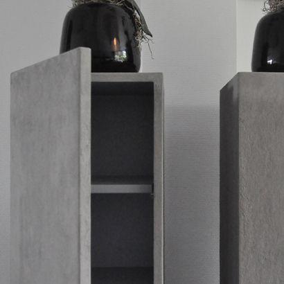 Zuilen van mdf   zuilkast met deur en planken   alle kleuren leverbaar   wit, zwart   maatwerk zuil, sokkel, pilaar, kubus en blok