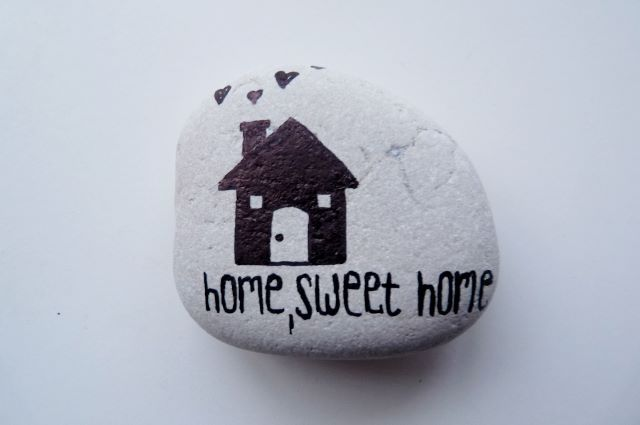 """""""Home sweet home"""" ... Pebbles of Portugal ~ collected on the beaches around Cascais and hand painted by Sabine Ostermann https://www.facebook.com/pebblesofportugal"""