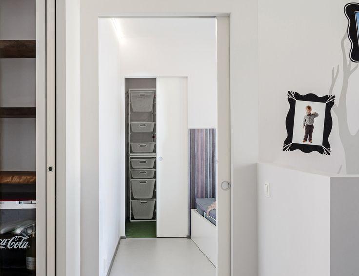 Eclisse Pocket Door Syntesis Line –liukuovijärjestelmä mahdollistaa tyylikkäät, listattomat oviaukot – nerokas ratkaisu modernin sisustajan tarpeisiin.