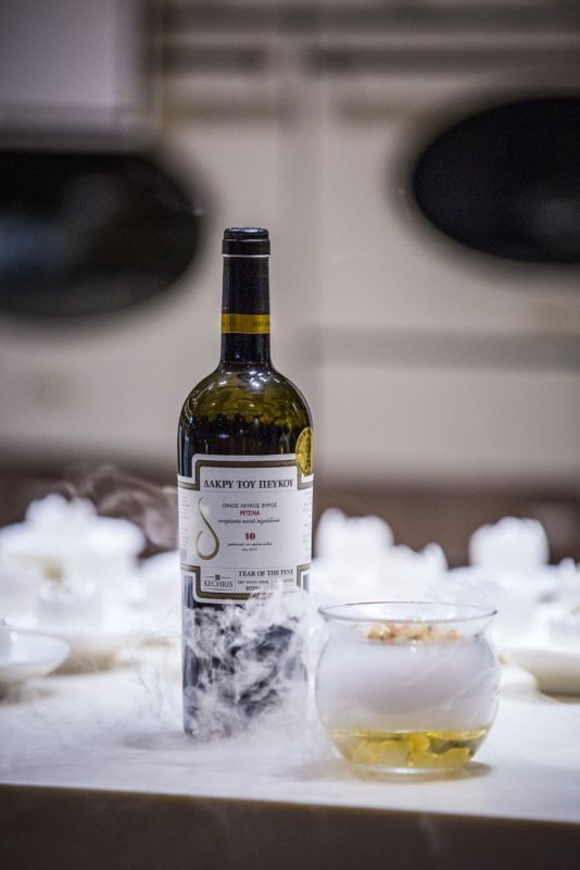 The age-old Greek favorite retsina wine came into the spotlight last week during…