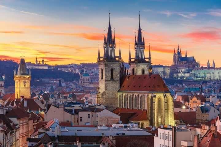 Governo da República Tcheca dá bolsas de estudo para estrangeiros