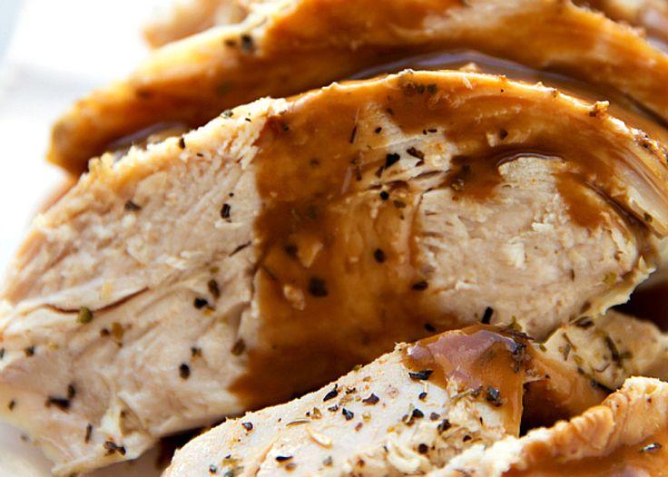 C'est une façon vraiment facile de préparer de la dinde. La viande est extrêmement tendre et c'est une des meilleures protéines qu'on peut manger :)