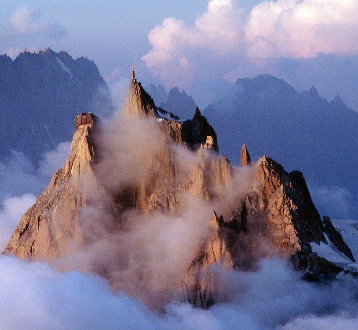 Aiguille du Midi #Chamonix #France à découvrir avec les Guides du Patrimoine des…