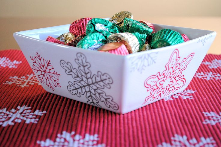 Stenciled christmas centerpiece candy dishes placemat
