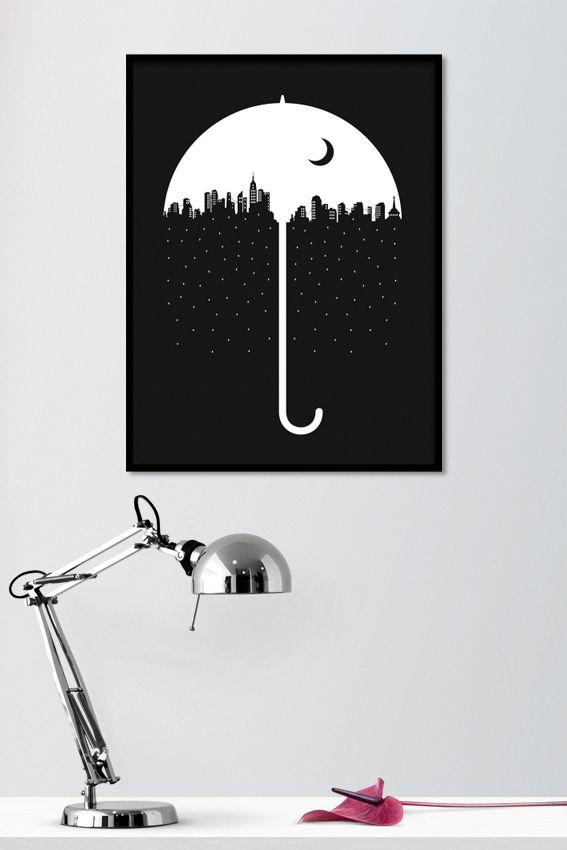 Under The Umbrella on mustavalkoinen sisustusjuliste öisestä, satumaisesta kaupungista sateenvarjon alla. Mustavalkoinen juliste, jossa on mustalla taustalla valkoinen kaupunkisiluetti sekä sateenvarjo. Kehystettynä juliste luo tyyllikkään yksityiskohdan huoneen sisustukseen. Kotimainen Under The Umbrella -juliste on painettu laadukkaalle mattapintaiselle, päällystämättömälle paperille. www.camala-store.fi