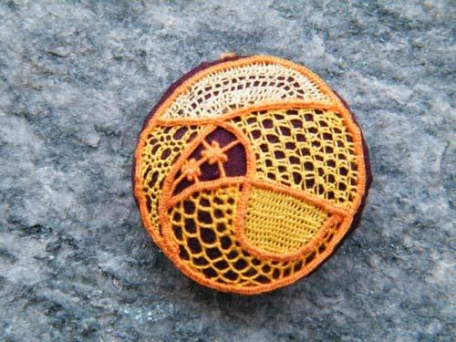 "Dentelles d'abord: Tutorial: ""knoppen"" met stof bedekt naaldkant"
