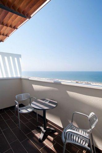 Estos son los balcones de las habitaciones Elite, ¿no te apetece descansar tomando un poco el sol con una charla amena?