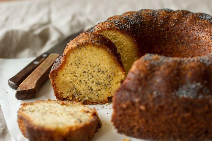 Κέικ με ρούμι από τον Άκη. Νοστιμότατο και αρωματικό κέικ με ποτό ρούμι που δεν έχετε ξαναδοκιμάσει. Απολαύστε το.