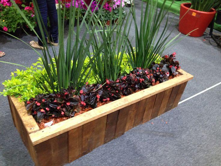 Macetero de madera reciclada vivero pinterest - Maceteros de madera para exterior ...