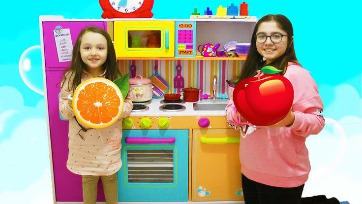 ÖYKÜ YENİ MUTFAĞINDA Meyve Yıkıyor Kidkraft Kids Toy Kitchen - playtime