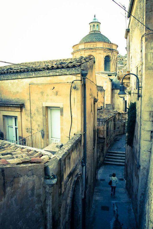 Dans les rues de Modica, Sicily