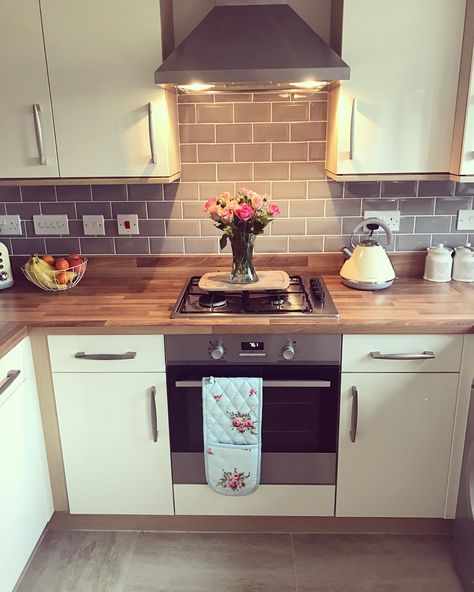 """187 Likes, 9 Comments - @newhomehanbury on Instagram: """"Before and after of our beaut new tiles really bring out the kitchen! #newhome #newbuilds…"""""""