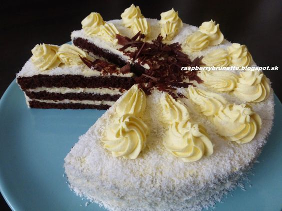 Raspberrybrunette: Čokoládovo-kokosová torta   Úžasne jemná torta, kt...