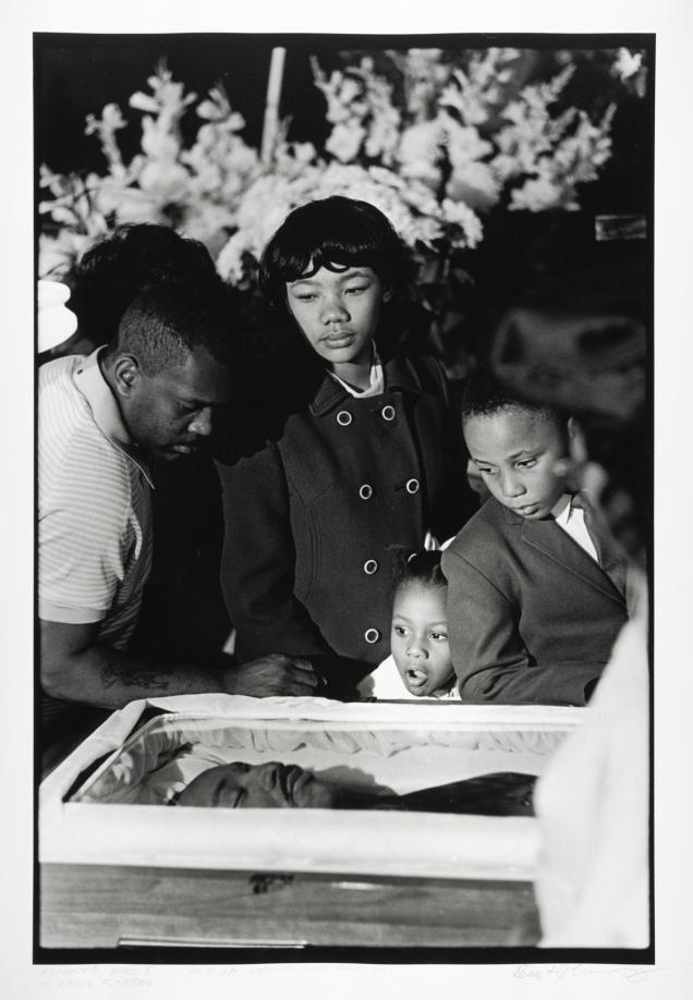 Martin Luther King, (Atlanta, 15 de enero de 1929 – Memphis, 4 de abril de 1968) Murió abaleado, fue un pastor estadounidense de la iglesia bautista que desarrolló una labor crucial en Estados Unidos al frente del Movimiento por los derechos civiles para los afroestadounidenses y que, además, participó como activista en numerosas protestas contra la Guerra de Vietnam y la pobreza en general.