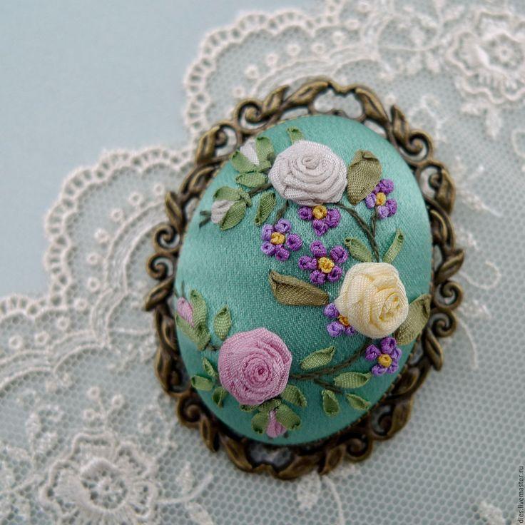 Купить Брошь с вышивкой Зимняя ясная - бирюзовый, брошь с розами, брошь с вышивкой