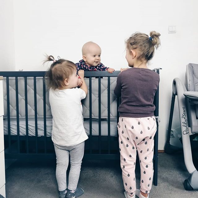 Stoimy  Kolejne piękne osiągnięcie Dominiki. Siostry są niesamowicie dumne  #rodzicewsieci #mamawsieci #instamatki #instadziecko #wielodzietni #rodzina #jestembojestes #lovesister #corki #motherlife #motherhood #momofgirls #momof3 #sisterhood #childhood #parenting #childhood #bigfamily #largefamily #biglove #mojewszystko #girlspower #razemnajlepiej