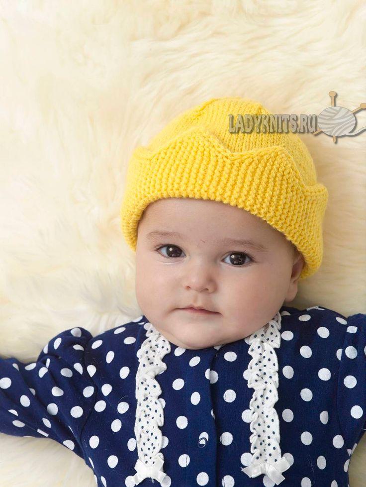 вязаная спицами шапка для малышки