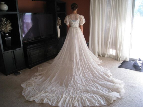 Cotton Wedding Gown: Vintage Cream Cotton Organdy Peasant Style Wedding Dress