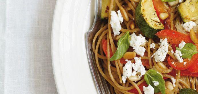 Spaghettis de blé entier aux légumes grillés et à la feta Recettes | Ricardo
