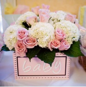 Love the Pink and White Flowers in the low box for the table