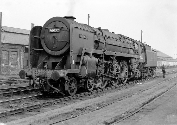 70032, Willesden, circa 1962.