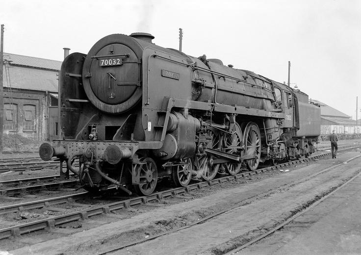 70032, Willesden, circa 1962.